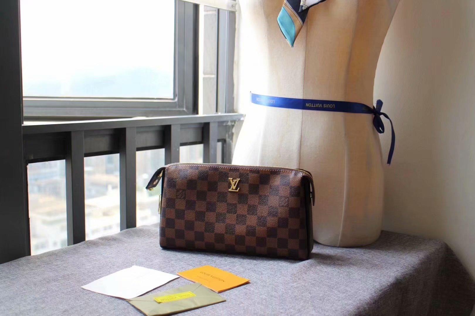 Replica Louis Vuitton M61699 Men Pouch With Lock Damier Ebene