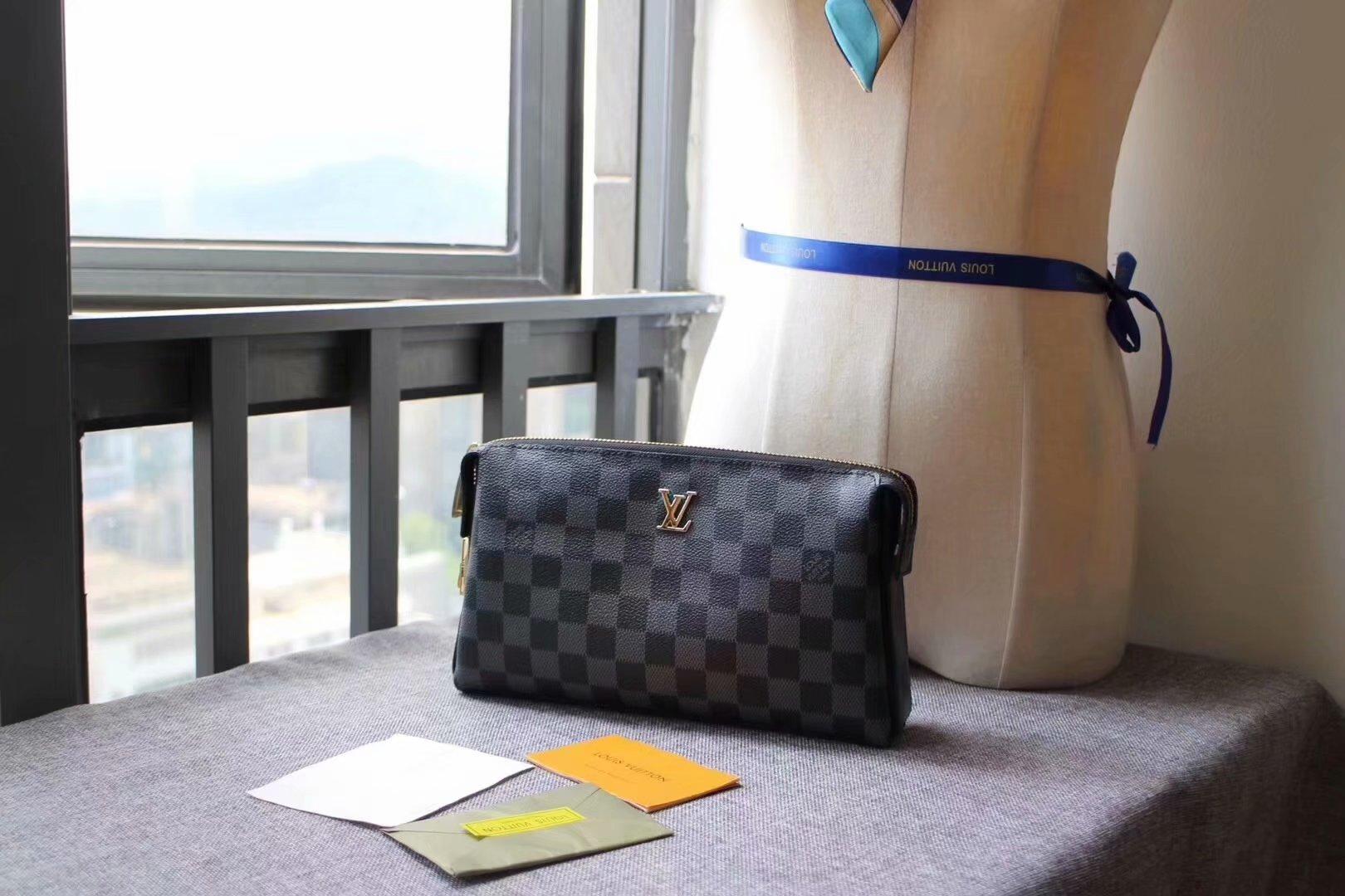 Replica Louis Vuitton M61699 Men Pouch With Lock Damier Graphite Canvas